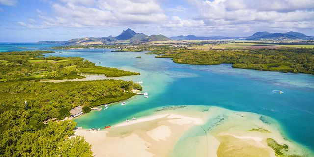 Mauritius coastline and islets tour helicopter flight (3)