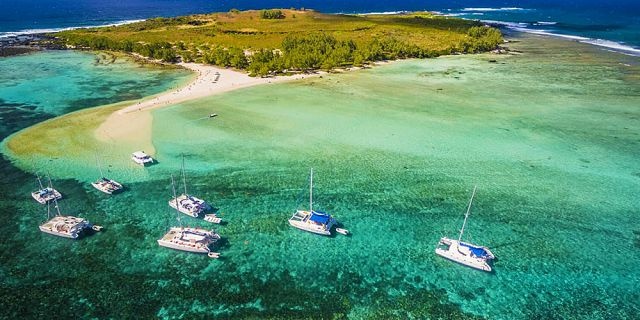 Mauritius coastline and islets tour helicopter flight (5)