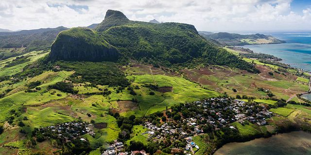 Mauritius coastline and islets tour helicopter flight (8)